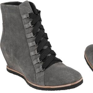 New Earth Kalmar Booties size 9.5 charcoal for sale